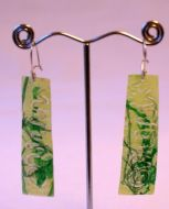 Scroll Flat Earrings In Green